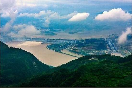 三峡大坝风景区目前开放观景点为3个:国家5a级风景区坛子岭,185观景